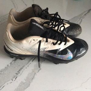 Men's Nike molded baseball cleats.